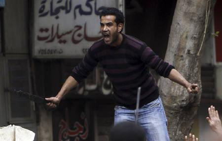 An Egyptian man screams in front of anti-government demonstrators to leave his place, near Tahrir Square in Cairo February 5, 2011. REUTERS/Amr Abdallah Dalsh
