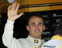 <p>Robert Kubica da Renault durante sessão de treino no GP da Hungria, em Budapeste. Kubica passará por mais cirurgias na quinta-feira para corrigir fraturas no pé e no ombro, informou a equipe Renault nesta terça. 30/07/2010 REUTERS/Leonhard Foeger/Arquivo</p>