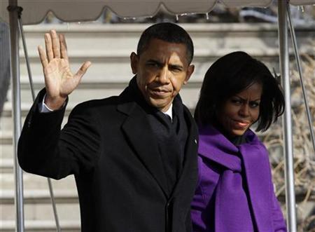 U.S. President Barack Obama and first lady Michelle Obama walk to Marine One at the White House in Washington, January 12, 2011. REUTERS/Jason Reed