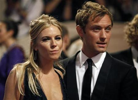 Sienna Miller (L) and Jude Law arrive at the Metropolitan Museum of Art Costume Institute Benefit celebrating the opening of, ''American Woman: Fashioning a National Identity'' in New York May 3, 2010. REUTERS/Jessica Rinaldi