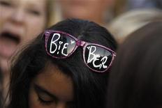"""<p>Foto de archivo de una joven esperando para la premier de """"Justin Bieber: Never Say Never"""" en Los Angeles. Feb 8, 2011. REUTERS/Mario Anzuoni</p>"""