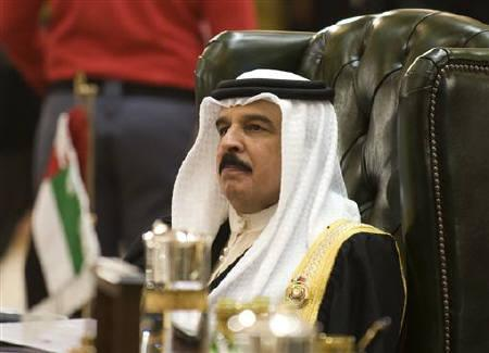 Bahrain's King Hamad bin Isa al-Khalifa attends a summit in Kuwait City December 14, 2009. Anti-government protests by Bahrain's marginalised Shi'ite majority on Monday are not likely to rival the Egyptian revolt, but will add to the pressure on the king to make more concessions to his people. REUTERS/Stephanie McGehee/Files