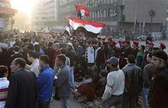 <p>متظاهريون في ميدان التحرير بالقاهرة يوم الأحد. تصوير: ديلان مارتينيز - رويترز</p>