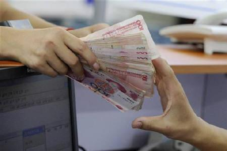 A customer spends yuan banknotes at an appliance store in Hefei, Anhui province September 23, 2010. REUTERS/Stringer/Files