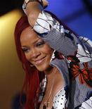 """<p>Rihanna se apresenta no programa Good Morning America da ABC, em Nova York, em 2010. O fotógrafo norte-americano David LaChapelle foi à Justiça acusando a pop star de ter se aproveitado de imagens feitas por ele no clipe da sua música """"S&M"""". 17/11/2010 REUTERS/Mike Segar/Arquivo</p>"""