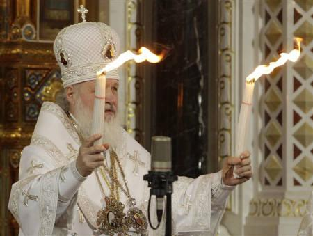 Patriarch of Moscow and All Russia Kirill holds Orthodox Holy Fire candles during an Orthodox Easter service at Christ the Saviour Cathedral in Moscow April 3, 2010.  REUTERS/Sergei Karpukhin/Files