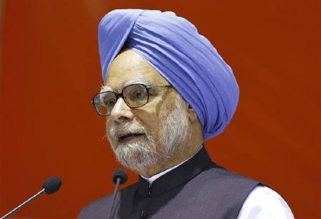 Prime Minister Manmohan Singh speaks during the All India Congress Committee (AICC) meeting in New Delhi November 2, 2010. REUTERS/B Mathur/Files