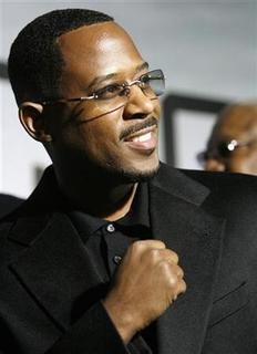 Cast member Martin Lawrence gestures at the world premiere of 'Wild Hogs' at El Capitan theater in Hollywood, California, February 27, 2007. REUTERS/Mario Anzuoni