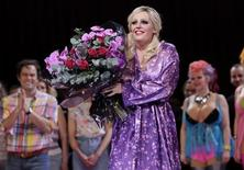 <p>Eva-Maria Westbroek, que interpreta Anna Nicole, no final da estreia da ópera no Royal Opera House, em Londres. 17/02/2011 REUTERS/Andrew Winning</p>