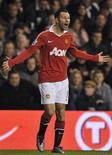 <p>Jogador mais premiado do futebol inglês,Ryan Giggs, renova contrato com o Manchester United. 16/01/2011 REUTERS/Dylan Martinez</p>