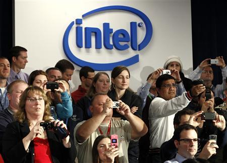 Intel workers hold up cameras as President Obama shakes hands after speaking at Intel Corporation's semiconductor manufacturing facility in Hillsboro, Oregon, February 18, 2011. REUTERS/Kevin Lamarque