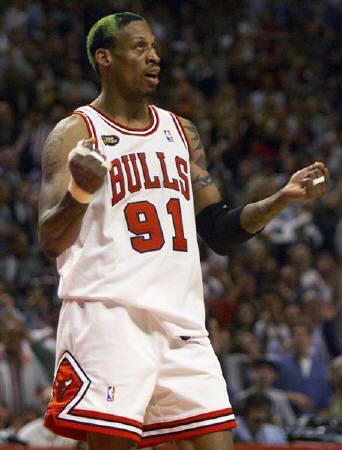 2月18日、今年の米バスケットボール殿堂入り最終候補12人が発表され、デニス・ロッドマン氏(写真)らが名を連ねた。1998年6月撮影(2011年 ロイター/Mike Blake)