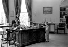 <p>Caroline Kennedy visits her father in the Oval Office, May 16, 1962. REUTERS/Robert Knudsen/John F. Kennedy Presidential Library and Museum</p>