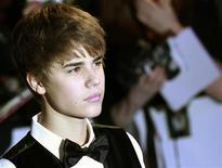 """<p>Justin Bieber posa para foto ao chegar para a estreia do filme """"Justin Bieber: Never Say Never"""" na O2 Arena, em Londres, 16 de fevereiro de 2011. REUTERS/Luke MacGregor</p>"""