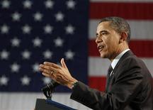 <p>El presidente estadounidense, Barack Obama, determinó que una ley federal que prohíbe el matrimonio gay es inconstitucional y pidió a los abogados del Gobierno que dejen de defenderla en los tribunales, dijo el miércoles el Departamento de Justicia estadounidense, lo que probablemente enojará a los votantes conservadores. En la imagen, Obama durante un discurso al ciere de un foro de pequeñas empresas en Ohio, el 22 de febrero de 2011. REUTERS/Larry Downing</p>