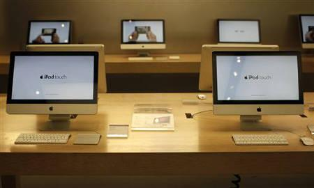 Mac computers are displayed in New York City's flagship Apple store January 18, 2011. REUTERS/Mike Segar/Files