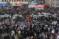 """<p>Антиправительственная демонстрация в Бенгази 23 февраля 2011 года. Североафриканское крыло """"аль-Каиды"""" осудила ливийского лидера Муаммара Каддафи и поддержала протестующих против его режима, сообщила организация SITE Intelligence Group в четверг. REUTERS/Asmaa Waguih</p>"""