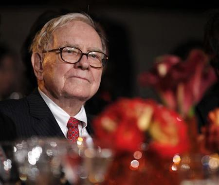Berkshire Hathaway's Warren Buffett is pictured in the audience as U.S. President Barack Obama addresses the 2010 Fortune Most Powerful Women Summit in Washington, October 5, 2010. REUTERS/Jason Reed