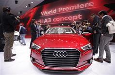 <p>Концепт Audi A3 на автосалоне в Женеве 1 марта 2011 года. В четверг в выставочном центре Palexpo открывается 81-й Женевский автосалон. REUTERS/Valentin Flauraud</p>