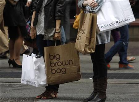 Shoppers carry their purchases along Broadway in New York City, May 11, 2008. Some retailers are offering discounts encouraging consumers to spend their tax rebate checks under a $150 billion economic stimulus package signed by President George W. Bush.REUTERS/Joshua Lott