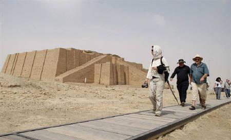 Western tourists visit the Ziggurat of Ur ruins near Nassiriya, 300 km (185 miles) southeast of Baghdad September 19, 2010. REUTERS/Atef Hassan