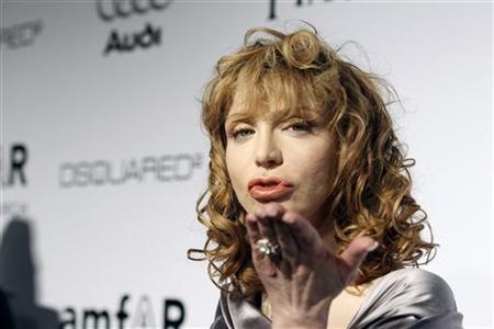 Musician Courtney Love blows a kiss at photographers at amfAR's Inspiration Gala Los Angeles fundraiser in Los Angeles October 27, 2010. REUTERS/Mario Anzuoni