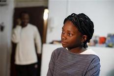 <p>Esther Aikpehae durante una entrevista con Reuters en su hogar en Tel Aviv, mar 3 2011. Aikpehae, de 12 años, aparece en un documental que ganó un premio Oscar. Además, por tercera vez en su vida, enfrenta una deportación del país que ha sido su hogar. REUTERS/Nir Elias</p>