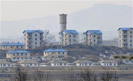 A general view of the North Korean propaganda village of Gijungdong as seen from South Korea's Taesungdong freedom village in Paju February 16, 2011. REUTERS/Jung Yeon-je/Pool