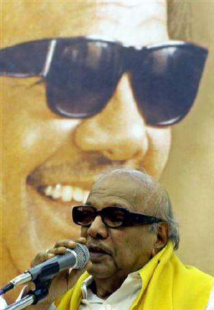 M. Karunanidhi speaks at the party's headquarters in Chennai May 12, 2006.  Leaders of DMK, key party in India's ruling coalition, travelled to Delhi on Monday to formally quit the government, a move that will force a weakened prime minister to find alternative alliances to stay in power. REUTERS/Babu/Files