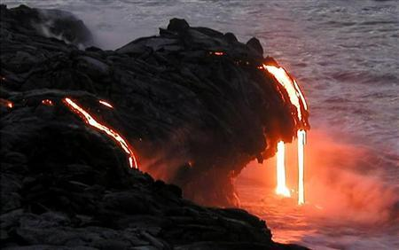 Lava free-falls into the sea from Kilauea Volcano in Hawaii, July 26, 2002.(CREDIT : REUTERS/Courtesy US Geological Survey Hawaiian Volcano Observatory)