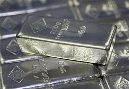 Silver bars are displayed in the Austrian Gold and Silver Separating Plant Oegussa in Vienna June 2, 2009. REUTERS/Leonhard Foeger