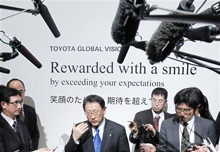 Toyota Motor Corp President Akio Toyoda (C) is surrounded by the media after a news conference to brief the company's strategy looking to 2020, in Tokyo, March 9, 2011. REUTERS/Kim Kyung-Hoon