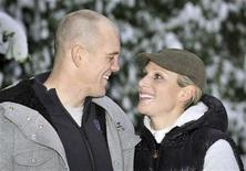 <p>Britain's Zara Phillips and her fiance Mike Tindall pose for photographs at their home in Gloucestershire, south-west England December 21, 2010. REUTERS/Tim Ireland/pool</p>