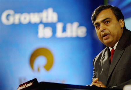Reliance Industries Ltd Chairman Mukesh Ambani addresses shareholders in Bombay August 3, 2005.  REUTERS/Punit Paranjpe/Files
