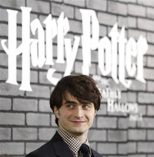 Cast member Daniel Radcliffe poses at the premiere of ''Harry Potter and the Deathly Hallows: Part 1'' in New York November 15, 2010. REUTERS/Shannon Stapleton/Files
