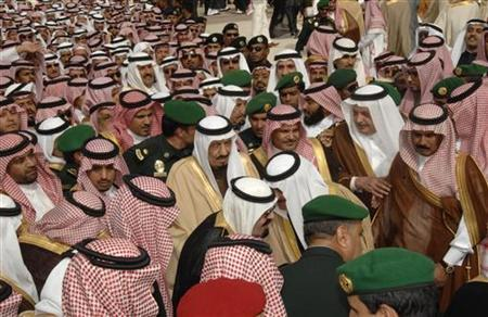 A crowd greets Saudi Arabia's King Abdullah (front, C) upon his arrival at Riyadh airport, February 23, 2011. REUTERS/Saudi Press Agency