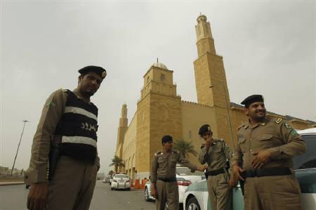 Policemen stand outside al Rajhi Mosque in Riyadh March 11, 2011. REUTERS/Fahad Shadeed