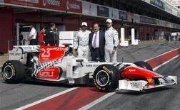 <p>A Hispania apresentou nesta sexta-feira seu carro para o próximo campeonato de Fórmula 1 apenas um dia antes do fim dos testes de pré-temporada, e ainda com algumas peças dos veículos retidas na alfândega. REUTERS/Gustau</p>