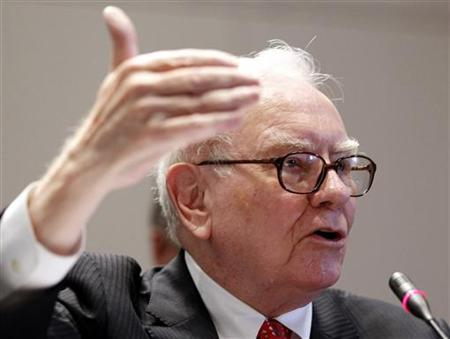 Warren E. Buffett (L), Chairman and Chief Executive Officer of Berkshire Hathaway, testifies before the Financial Crisis Inquiry Commission during a public hearing in New York in this June 2, 2010 file photo. REUTERS/Shannon Stapleton