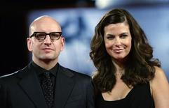 <p>Diretor Steven Soderbergh e sua esposa Jules Asner no Festival de Veneza de 2009. Soderbergh anunciou que irá se aposentar do cinema. 07/09/2009 REUTERS/Tony Gentile</p>