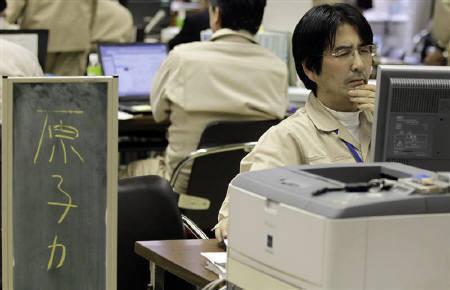 3月15日、国際エネルギー機関は、日本は原子力発電の不足分を補うに十分な石油火力発電による余剰能力を有していると指摘。写真は福島県原子力災害対策センターで(2011年 ロイター/Yuriko Nakao)