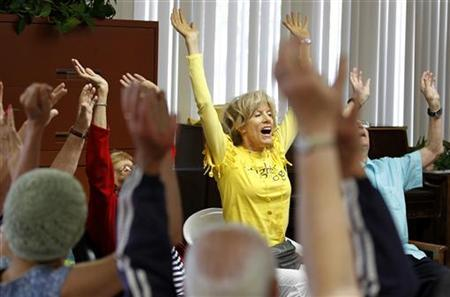 Dr. Funshine, aka Caroline Meeks, M.D. teaches a laughter therapy class to a group of seniors at the Clairmont Friendship Center in San Diego, California November 17, 2010. REUTERS/Mike Blake