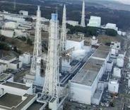 """<p>АЭС """"Фукусима-1"""" в Японии 16 марта 2011 года. Всемирная организация здравоохранения (ВОЗ) считает, что распространение радиации с поврежденной землетрясением атомной электростанции в Японии остается ограниченным и, по всей видимости, не несет прямого риска для здоровья, сообщил представитель ВОЗ в Китае в пятницу. REUTERS/Tokyo Electric Power (TEPCO)/Handout</p>"""