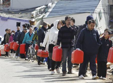 People queue to buy gasoline at a village destroyed by an earthquake and tsunami a week ago in Ofunato, Iwate Prefecture, northeast Japan March 18, 2011. REUTERS/Lee Jae-Won