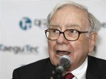<p>Warren Buffett attends a news conference at a factory of TaeguTec after a ground-breaking ceremony for the factory, run by a unit of an Israeli firm owned by his Berkshire Hathaway, in Daegu, about 300 km (189 miles) southeast of Seoul, March 21, 2011. REUTERS/Truth Leem</p>