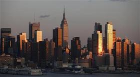 <p>The sun sets on the skyline of Manhattan in New York, March 19, 2011. The Empire State Building is seen in the center. REUTERS/Gary Hershorn</p>