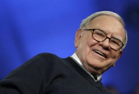 Billionaire investor Warren Buffett is seen in New York, November 12, 2009.  REUTERS/Mike Segar/Files