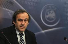 <p>Президент УЕФА Мишель Платини перед началом заседания исполнительного комитета УЕФА в Праге 9 декабря 2010 года. Мишель Платини во вторник был переизбран на второй четырехлетний срок на посту президента Союза европейских футбольных ассоциаций (УЕФА). REUTERS/Petr Josek</p>
