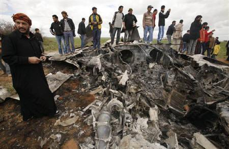 People look at a U.S Air Force F-15E fighter jet after it crashed near the eastern city of Benghazi March 22, 2011. REUTERS/Suhaib Salem