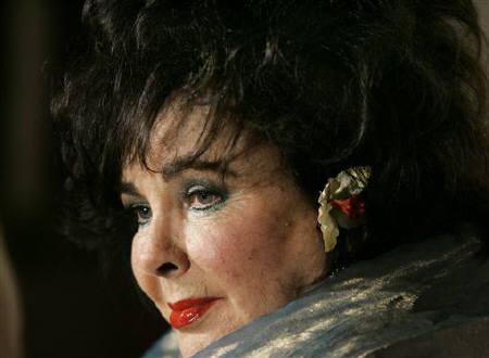 Dame Elizabeth Taylor attends the 2005 British Academy of Film and Television Arts Los Angeles (BAFTA/LA) Cunard Britannia Awards in Beverly Hills November 10, 2005. REUTERS/Mario Anzuoni/Files